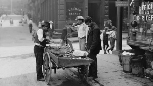 clam seller, NYC, 19oo's