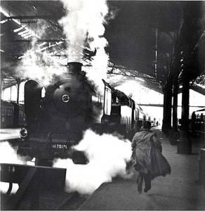 Paris-Train-station-Web