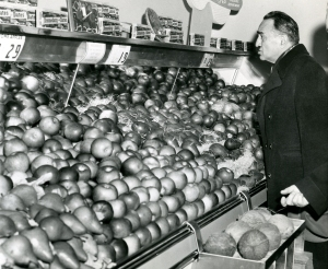 WHITE OAKS, MD - JANUARY 6, 1959 FILE: Soviet Deputy Premier, Anastas I. Mikoyan, during a visit to a super market. Before leaving, Mikoyan purchased $8.79 worth of groceries. (UPI Photo)